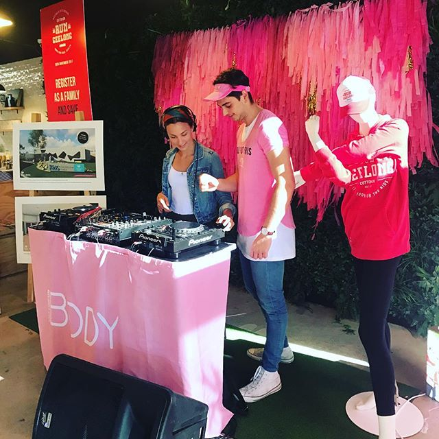 Nothing better than coming to work on a Tuesday morning to a DJ playing in the coffee shop! #cottonon #joblove #photographer #coffee #dj #itsgoungtobeagoodday ☀️