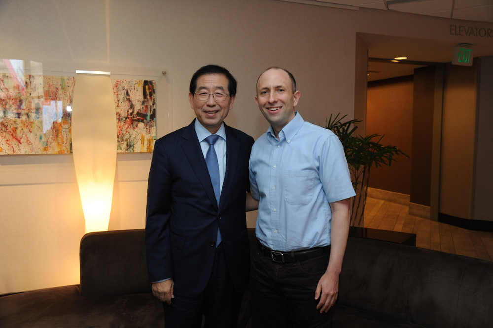 Seoul Mayor Park Won-soon with Joel Engardio