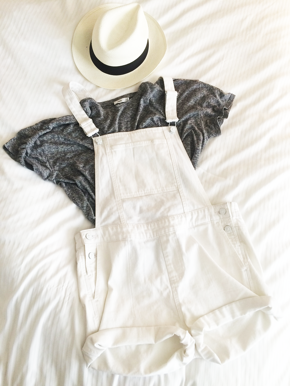 Tee : Vince,  Overalls : DL 1961 Cara Overalls