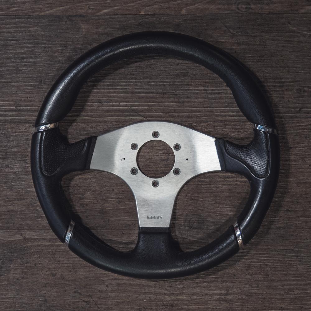 steering_wheels_momo_millenium_sport_01.jpg