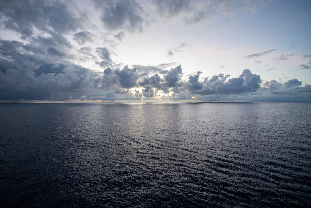 这天风浪较为平静,海面反射的光线很有趣。