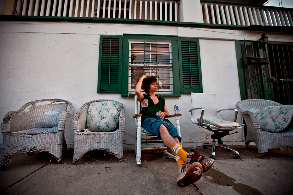 NOLA_porch_drinkning.jpg