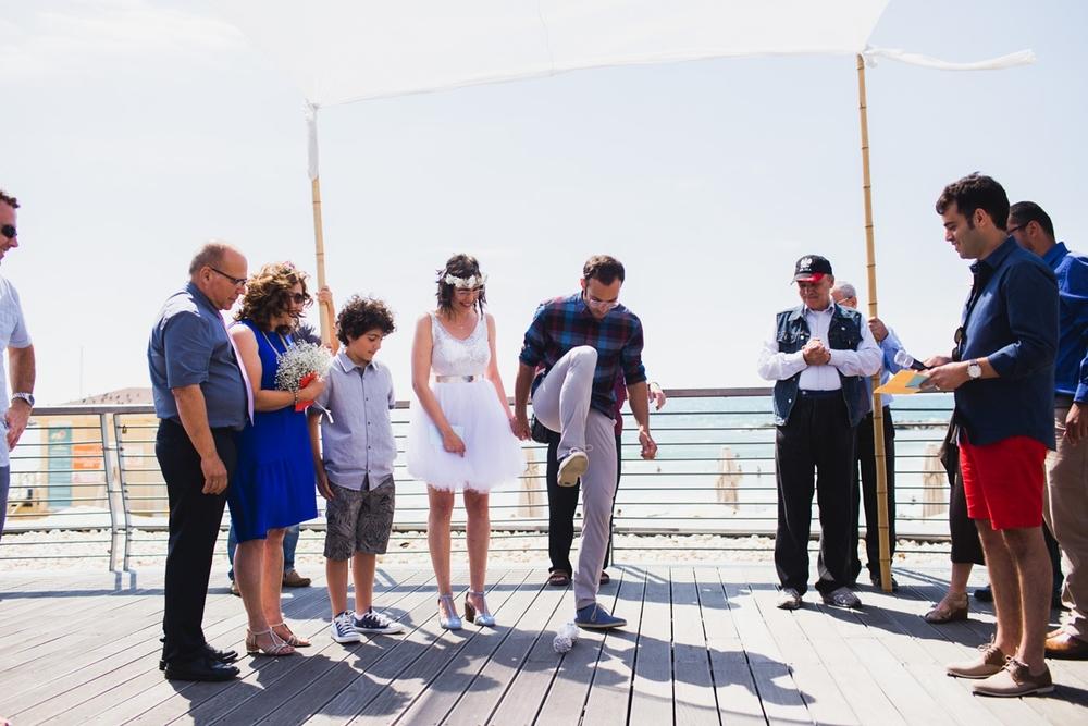 lee_gordo_tel_aviv_beach_wedding_0110.jpg