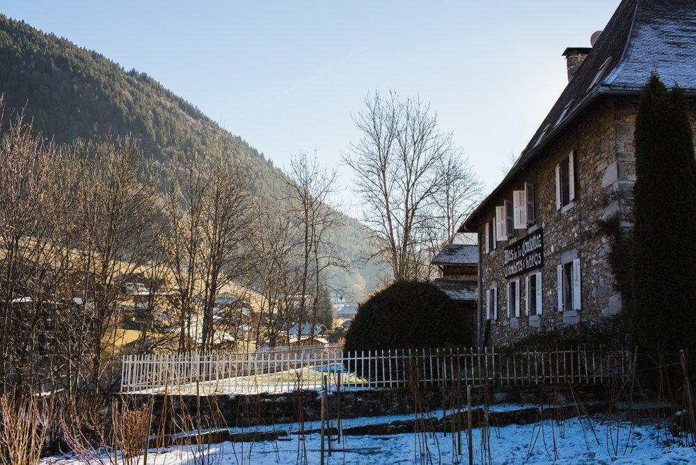 Abi-Tom-montriond-morzine-wedding-french-alps-farmhouse-winter_0004.jpg