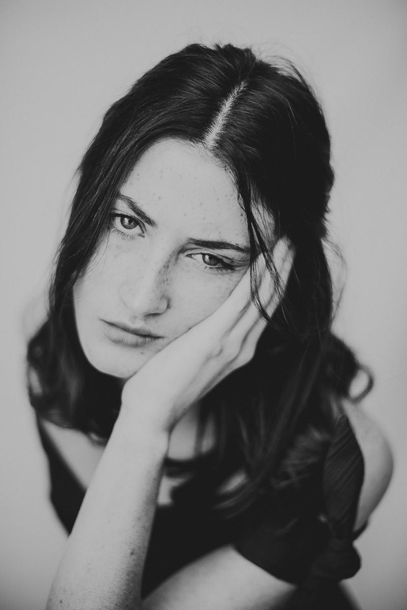 nora_portrait_studio_koeln_natuerlich_annamarialanger_fotografin_hochzeitsfotografin