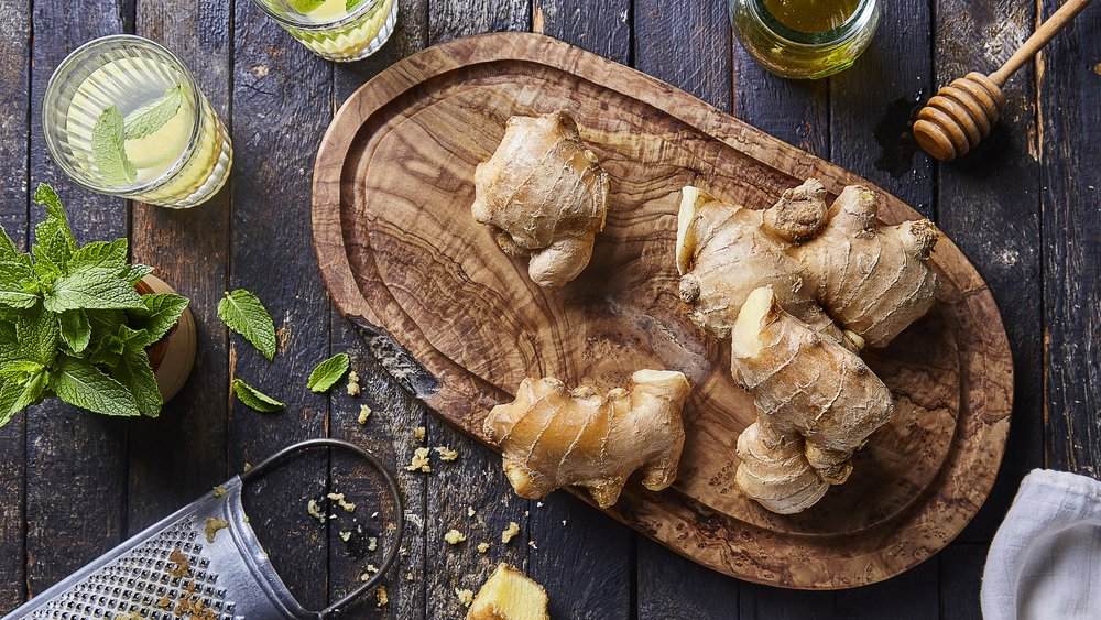 Use ginger in recipes, marinades, detox drinks and teas.