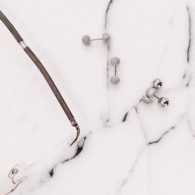 Today's details.  Silver Sculptured Knot and Reversible Matte cufflinks.  www.gatsbymen.com  #cufflinks #bespoke #pitti #savilerow #pittiuomo #firenze #florence #sprezzatura #pitti89 #dapper #esquire #gq #mrporter #menstyleguide #vogue #bazaar #therake #silvercufflinks #vanityfair #mensfashion #fashion #menswear #mensweardaily #menwithstyle #simplecufflinks #thedailydapper #london #tastefulmenswear #gatsby