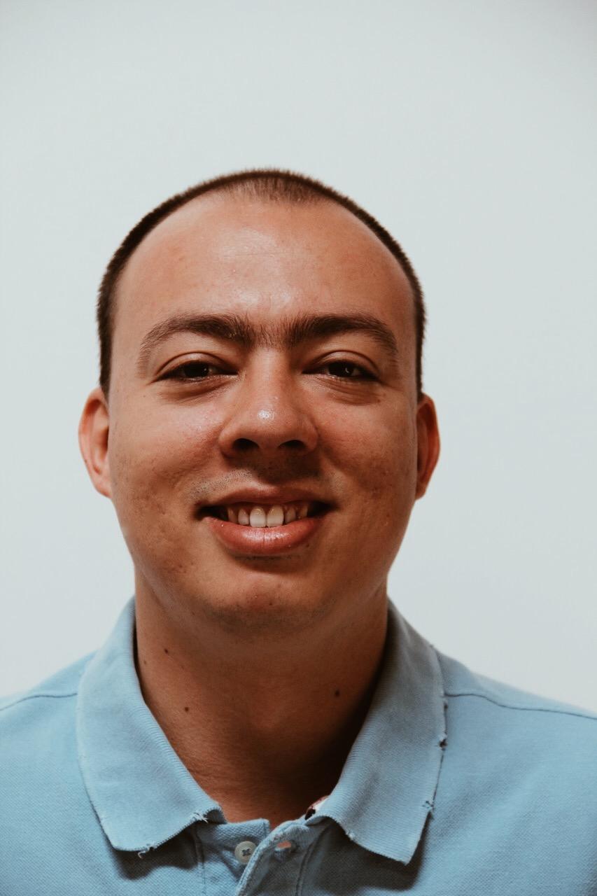 Andrés, Diseñador.
