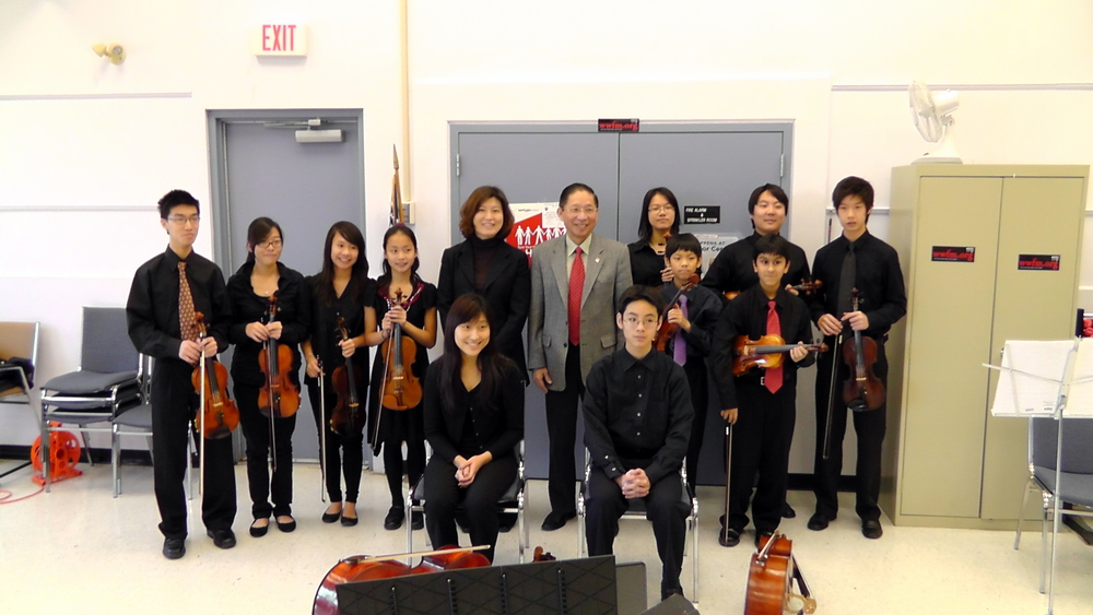 The Bravura Youth ensemble with Mayor Hsueh
