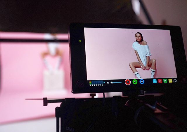 Pink setup 🎬 w @mark_pirc @chiarajandl #editorial #productionlife #studio #onset #pink