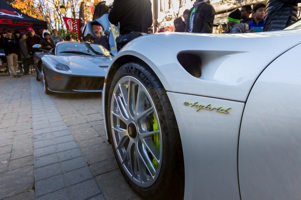 Credits: Martin Plut - Porsche 918 Spyder in Onyx White and Ferrari LaFerrari in Grigio Titanio