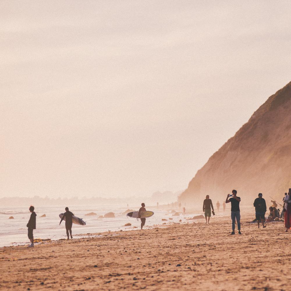 surfersonbeach.jpg