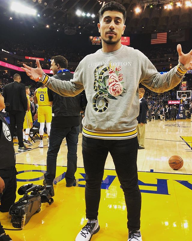 Thought Coach Kerr would put me in the game last night - maybe next time  Styles By: @shayanshafii, @hiro.concepts #Courtside #KayvonMusic #HiroSol #Curry5 #ShoutOutToUnderArmour #PickAPose #PoseAThreat