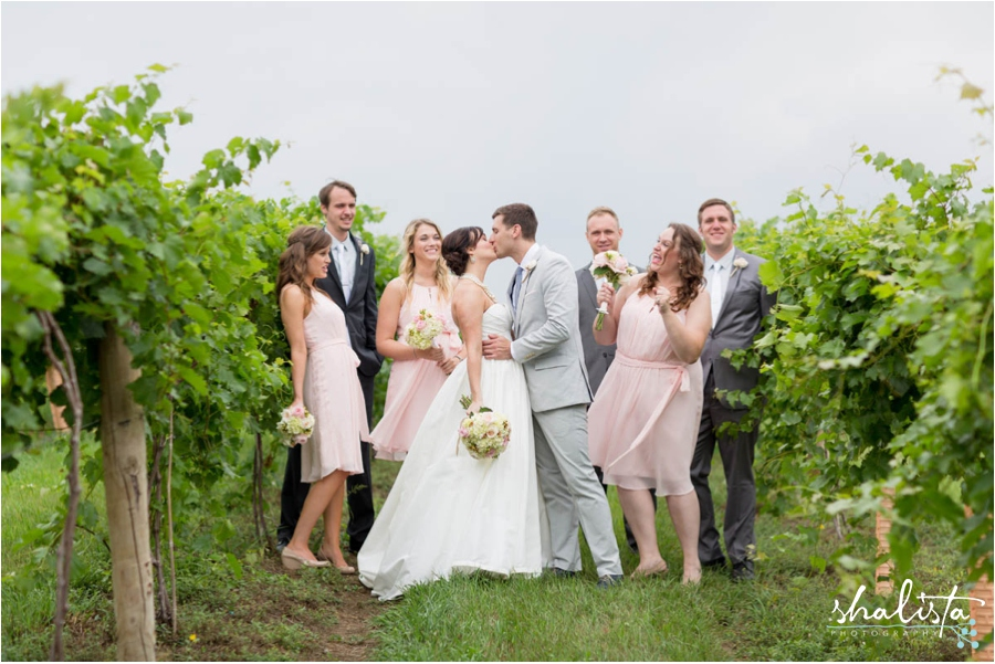 kissing bridal party
