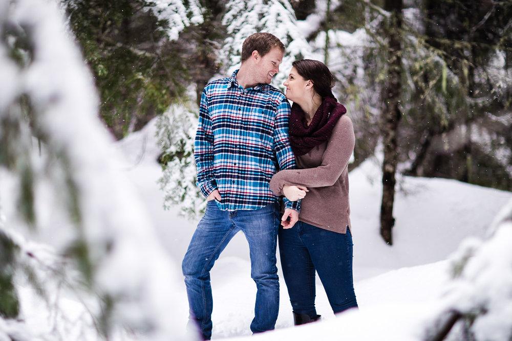 snoqualmie-winter-wedding-engagement-022.jpg