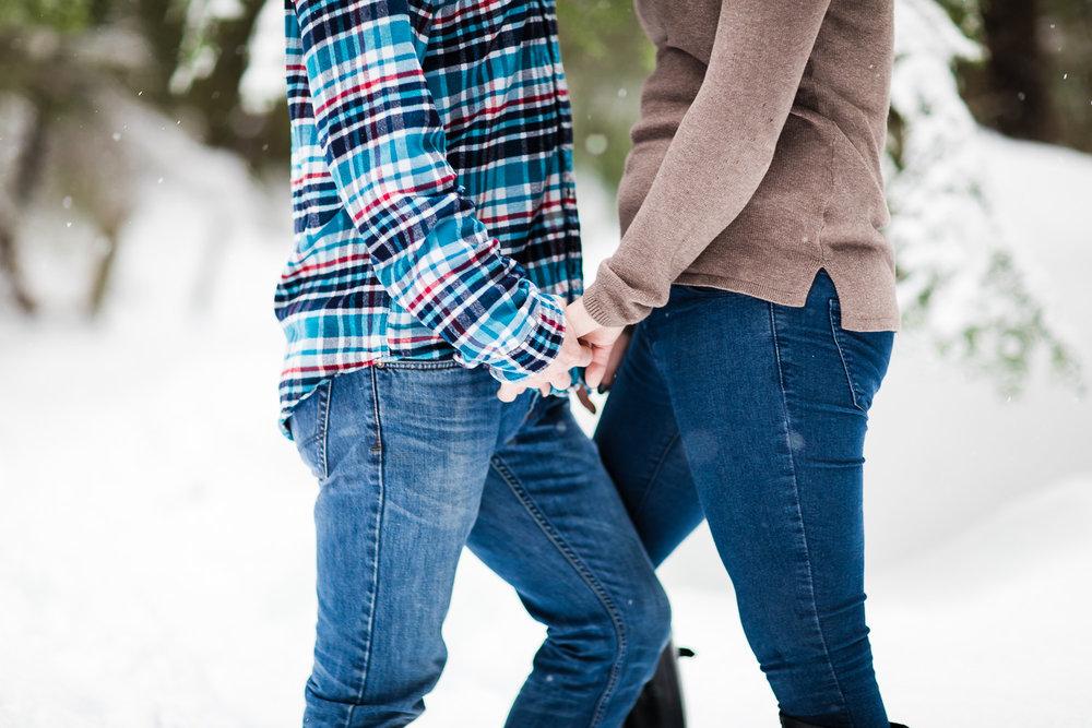 snoqualmie-winter-wedding-engagement-018.jpg