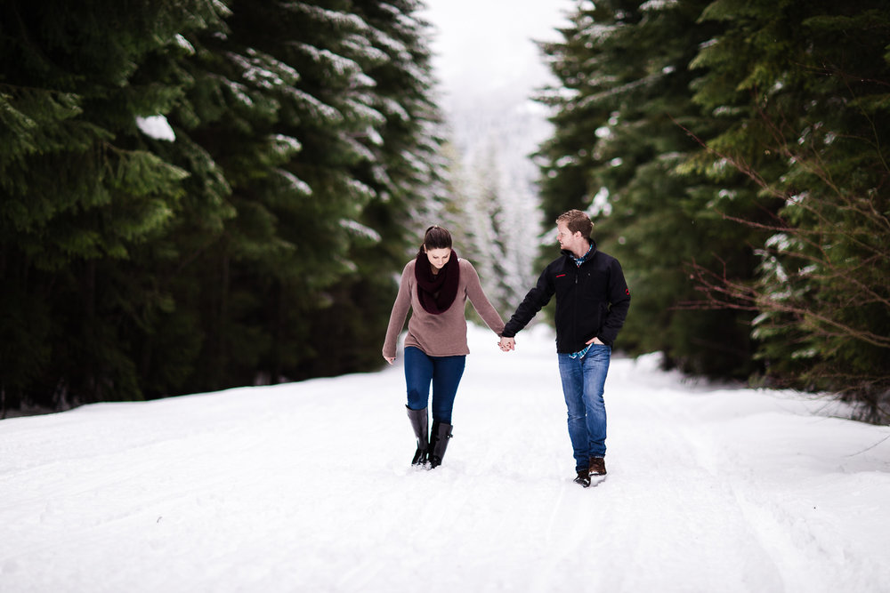 snoqualmie-winter-wedding-engagement-049.jpg