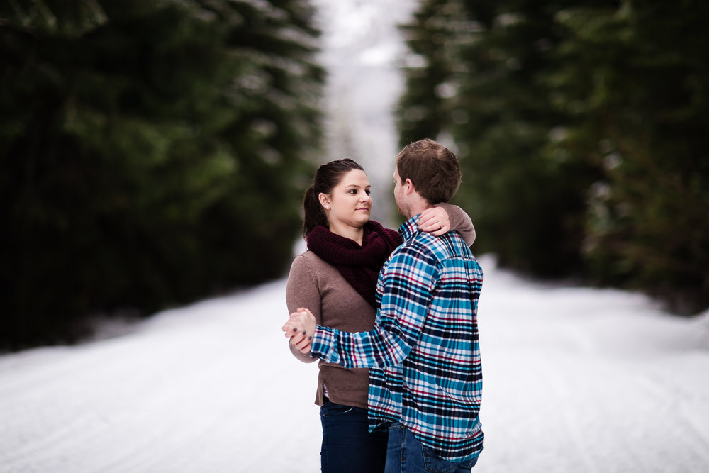 snoqualmie-winter-wedding-engagement-063.jpg