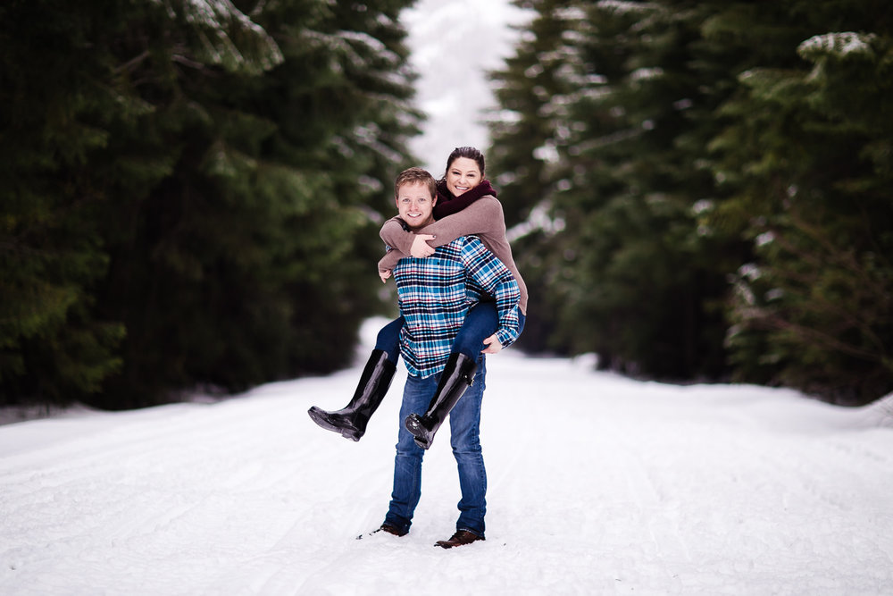 snoqualmie-winter-wedding-engagement-070.jpg
