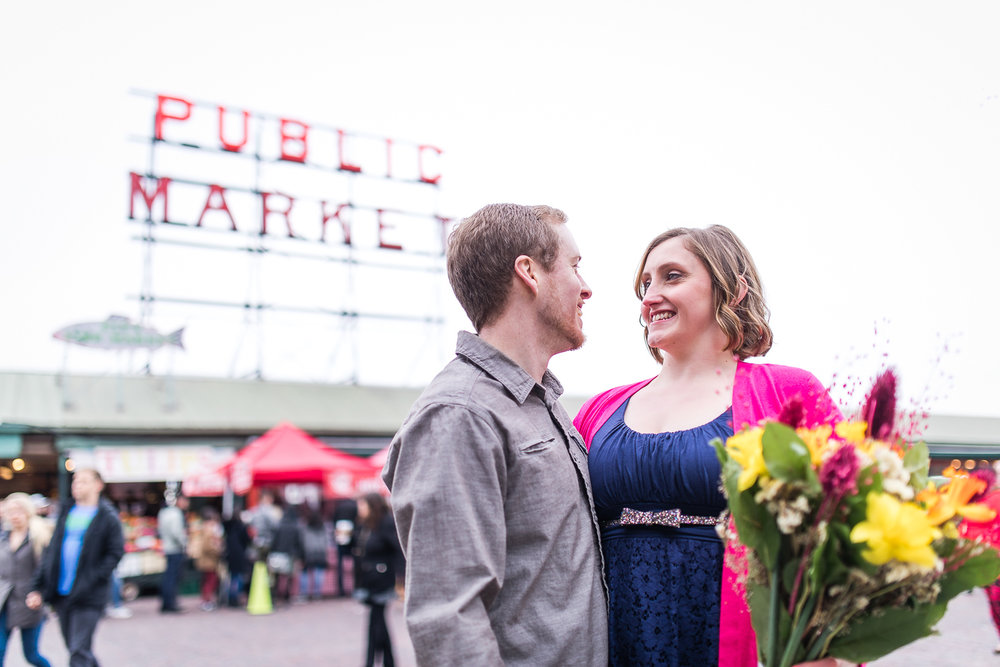 pike-place-seattle-engagement-038.jpg
