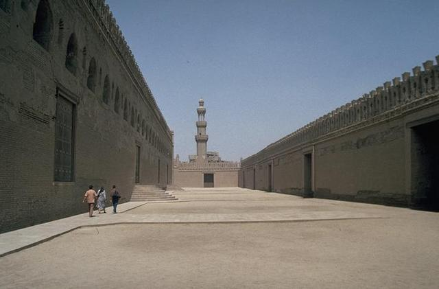 The ziyada ; the street entrances are to the right; the mosque entrances are on the left. (Photo from archnet.org)