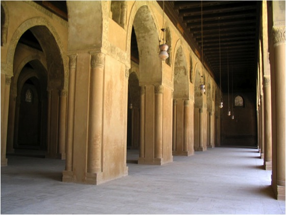 Notice the stamped plaster around the archways. (Photo by author)