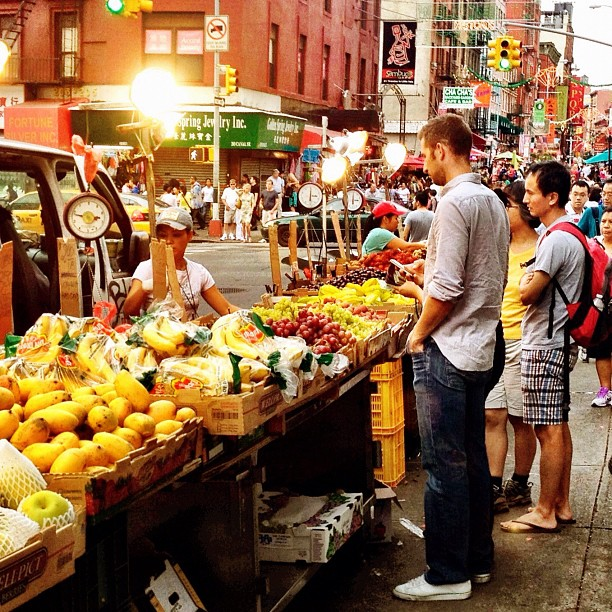 Produce_stand_on_Mulberry_Street,_Manhattan