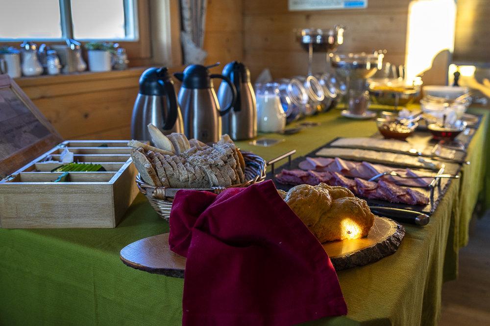 Beim Frühstück auf dem Brunnenkogelhaus bleiben keine Wünsche offen!