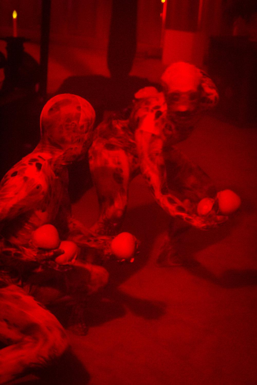 Juggling skulls