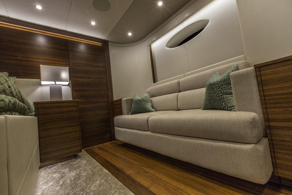 Hull 19 MSR Sofa