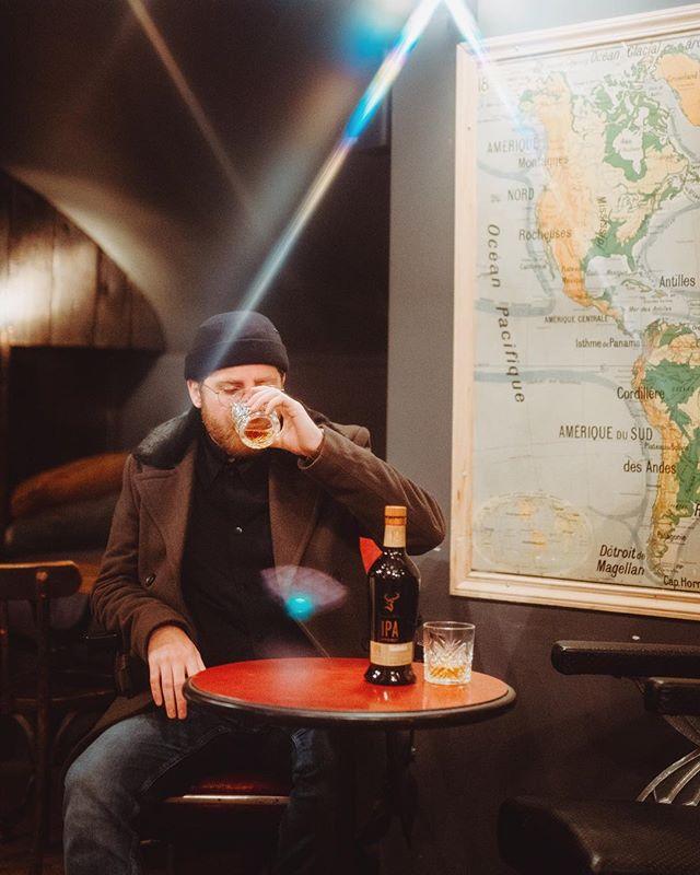 À l'approche de la Saint-Valentin, petit conseil pour les célibataires. Un ami et une bonne bouteille de #glenfiddich font aussi l'affaire. Parce qu'on est mieux bien accompagné que seul n'est pas? 😉 @glenfiddichfrance - - - #valentinesday2019 #unlearnwhisky #valentinesmatedate