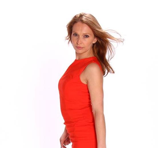 Silvina Rotes Kleid.jpg