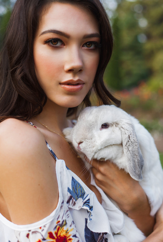 HaleyMcLainPhotography-RoseGardenSeniorFashionShoot11.jpg