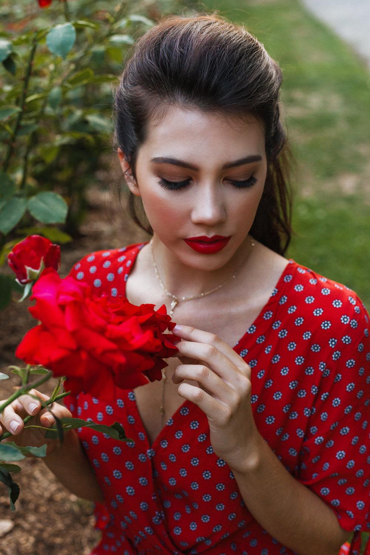 HaleyMcLainPhotography-RoseGardenSeniorFashionShoot27.jpg