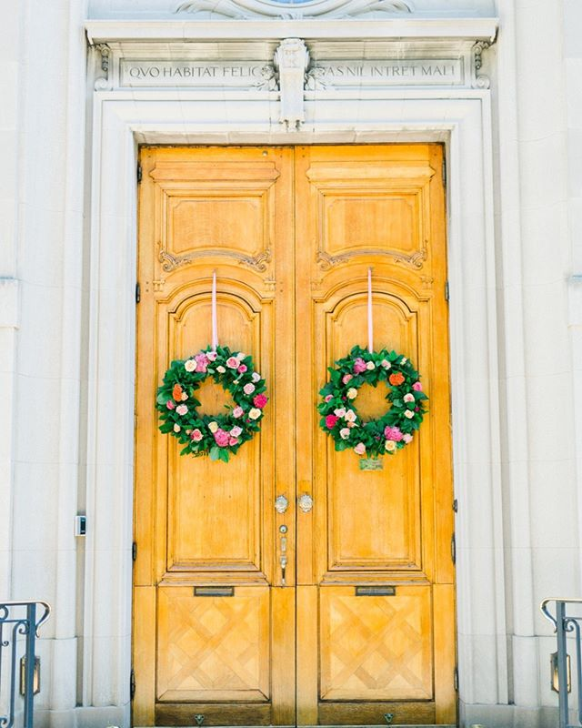 These two simple, yet beautiful @lovebloomsdc wreaths, were the perfect welcome eye candy and preview of what's to come at S + G's @meridianhouse wedding!⠀⠀⠀⠀⠀⠀⠀⠀⠀ —⠀⠀⠀⠀⠀⠀⠀⠀⠀ planning + design: @abeyoutifulfete | photo: @catherine_ann_photography | venue: @meridianhouse | flowers: @lovebloomsdc⠀⠀⠀⠀⠀⠀⠀⠀⠀ —⠀⠀⠀⠀⠀⠀⠀⠀⠀ #colorful #colorlove #flowers #florals #meridianhouse #washingtondcwedding #stylemepretty #theperfectpalette #outdoorwedding #dailydoseofcolor #shadesofpink #wreath #fusionwedding #southasianwedding #imengaged #understatedluxury #flowersofinstagram⠀⠀⠀⠀⠀⠀⠀⠀⠀ #entrance #colormebeautiful #washingtondcwedding #collaboration #abeyoutifulfete #abfexperience #dcweddingplanner #dcweddingdesigner #bossbabe #bestoftheday #photooftheday #bossbabe #instagood