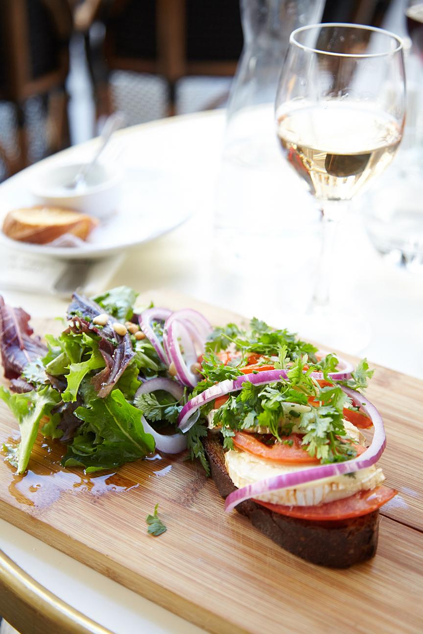 Salade au Chèvre Chaud Tartine