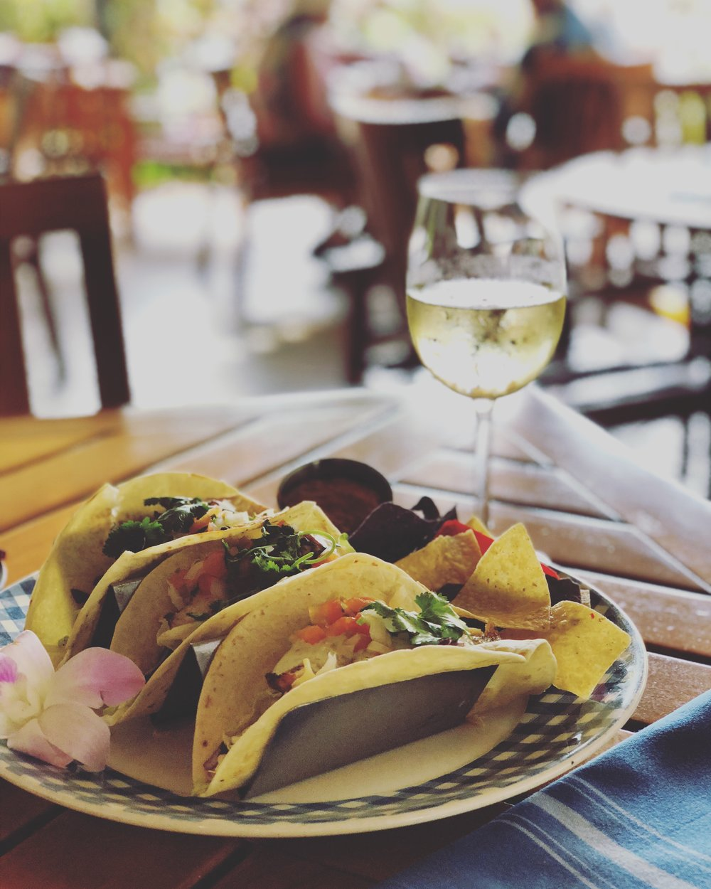 This joint didn't make my list, but *if* you happen to stay at The Westin Kaanapali Ocean Resort Villas, then bop into the onsite Auntie's Kitchen for their delicious fish tacos !