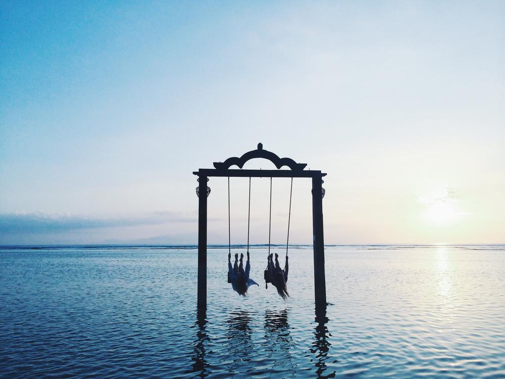 studded-hearts-inspiration-Miann-Scanlan-swinging-in-Bali-paradise-ocean-swing-sunset.jpg
