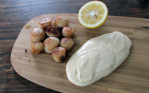 Seared Scallops with lemon and aioli