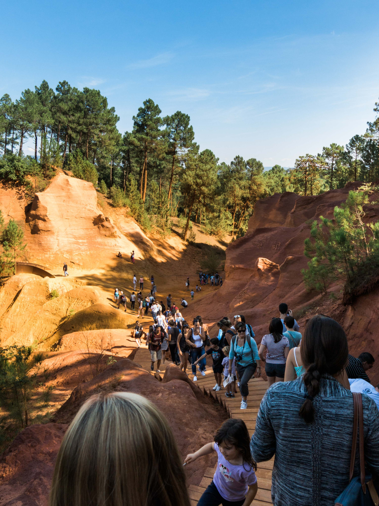 Les Sentiers des Ocres de Roussillon  (The Ochre Footpath of Roussillon)    September 28, 2014    With crazy weather and red dirt, Provence might as well be Oklahoma.