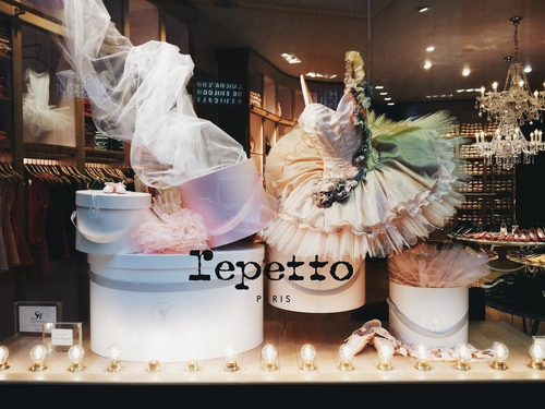 The gorgeous Repetto store. I want a pair of their ballet flats so so badly, but they're near $200!