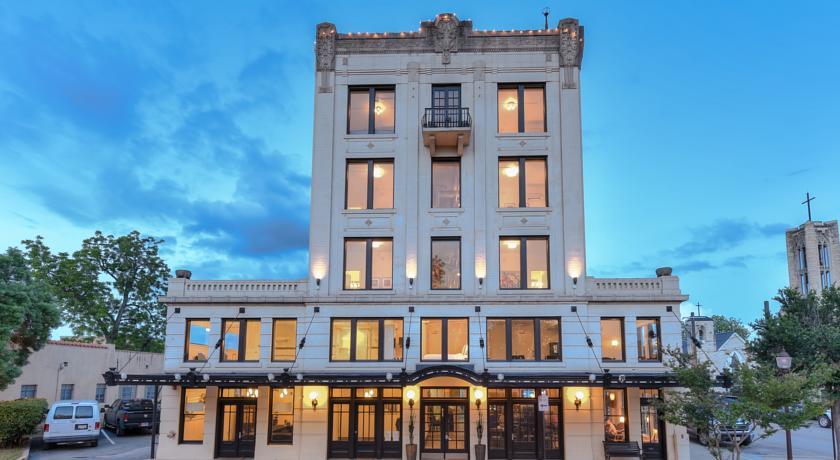 Park Plaza Seguin Hotel & Chophouse Address:217 South River Street, Seguin, TX 78155 Phone:830-584-4400