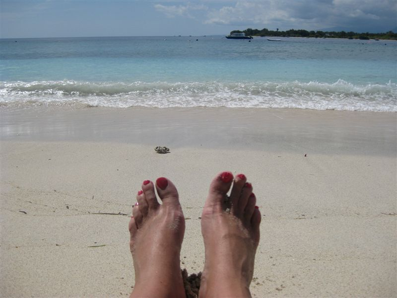 Feet-on-Gili-beach
