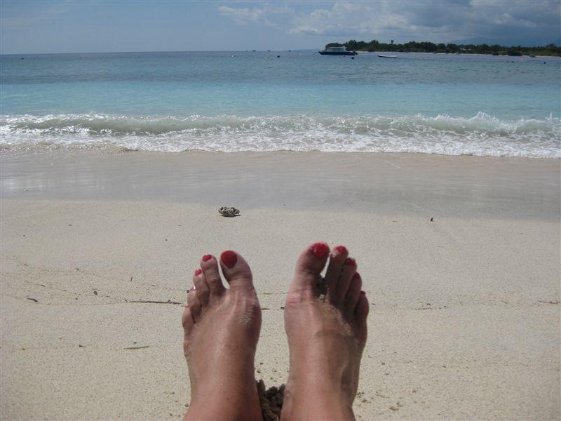 Feet-on-Gili-beach