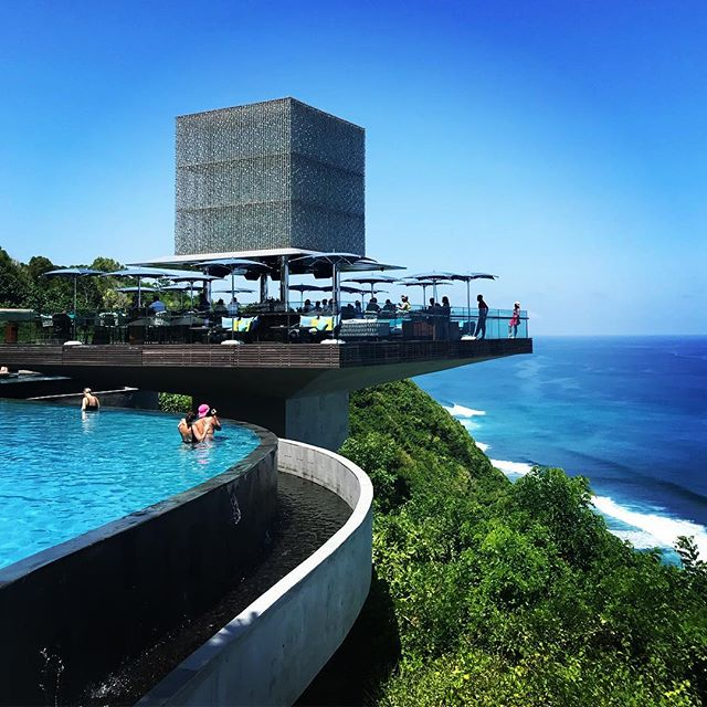 Visiting Bali's newest day club @omniabali  A picture-perfect day, stunning blue skies and crystal clear ocean. 😎