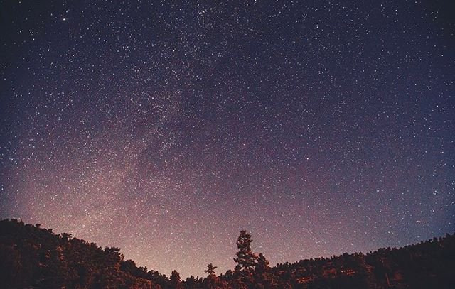Stars over the San Bernardino mountains, facing towards Los Angeles. -------------------------------------------------------------------------------------------------------- #canonphotography #canonphoto #canon5dmarkiii #canon_official #naturephotography  #filmmaking #filmmaker #videoproduction #oxbowfilm #oregon #portland #portlandoregon #hiking #vsco #light #forest #sanbernardinomountains #california #stars #nightphotography #longexposure #openshutter #milkyway #themilkyway #la #losangeles #bigbear #bigbearlake #snowsummit