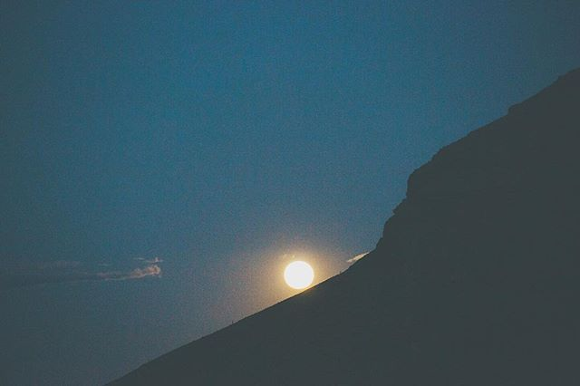 desert moon. -------------------------------------------------------------------------------------------------------- #canonphotography #canonphoto #canon5dmarkiii #canon_official #naturephotography  #filmmaking #filmmaker #videoproduction #oxbowfilm #oregon #portland #portlandoregon #hiking #vsco #light #moon #nightphotography #longexposure #openshutter #moonrise #lasvegas #nevada #redrockcanyon #redrocks