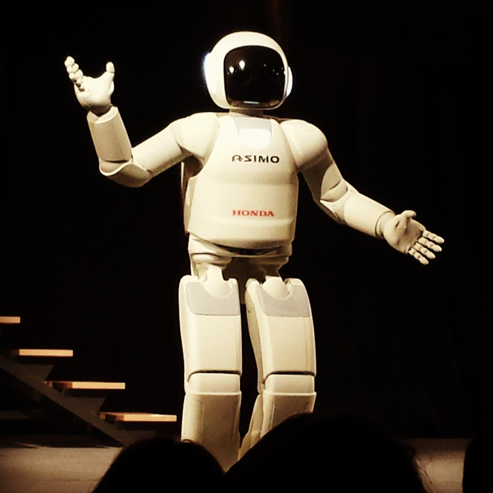 Hello from Asimo! The evolution of Asimo - the world's most humanoid robot - is just one example of how technology is growing without limits.