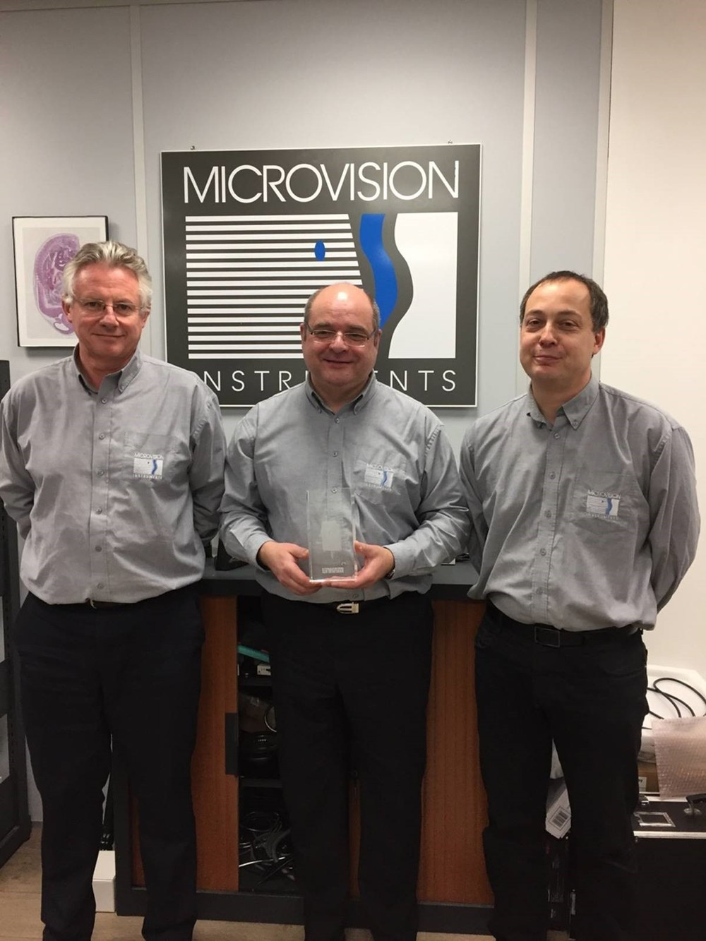 O. Huin CIO, JP Devez and G Vaillant with the Distributor of the Year award