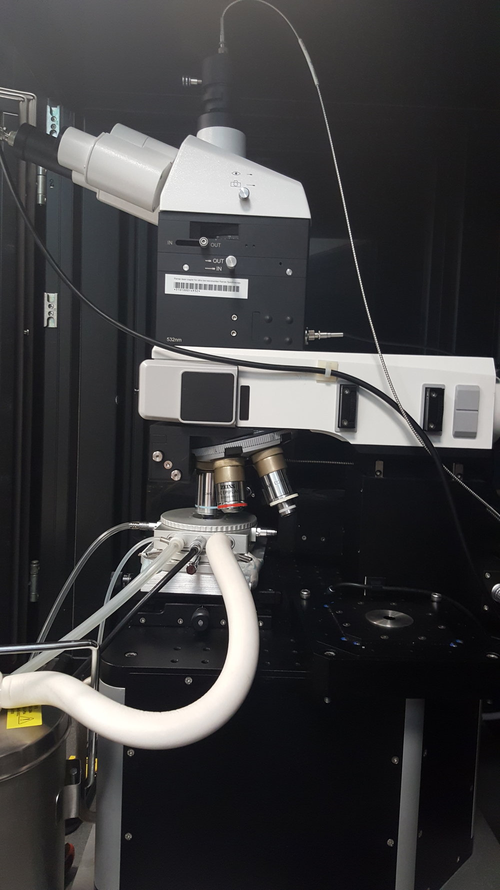 The HFS set up with liquid nitrogen cooling and a WiTec Raman Spectrometer.
